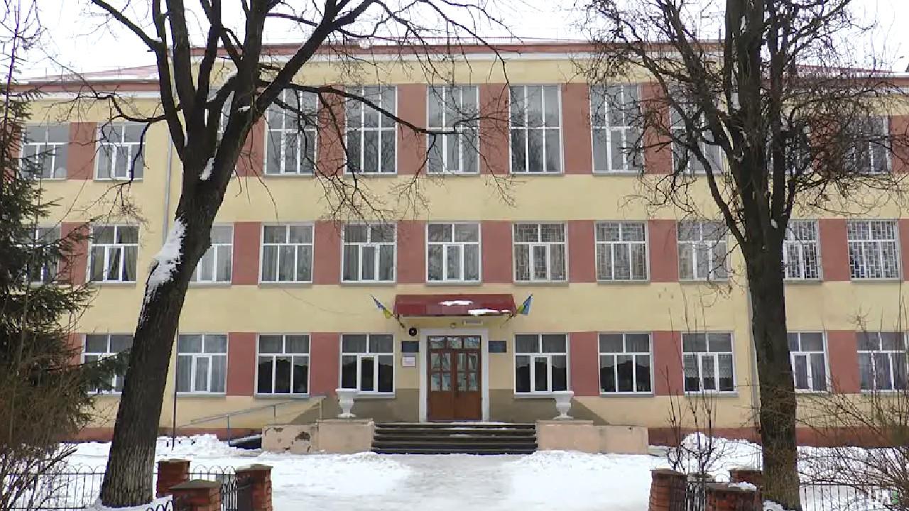 У Тлумацькій ОТГ проти опорної школи