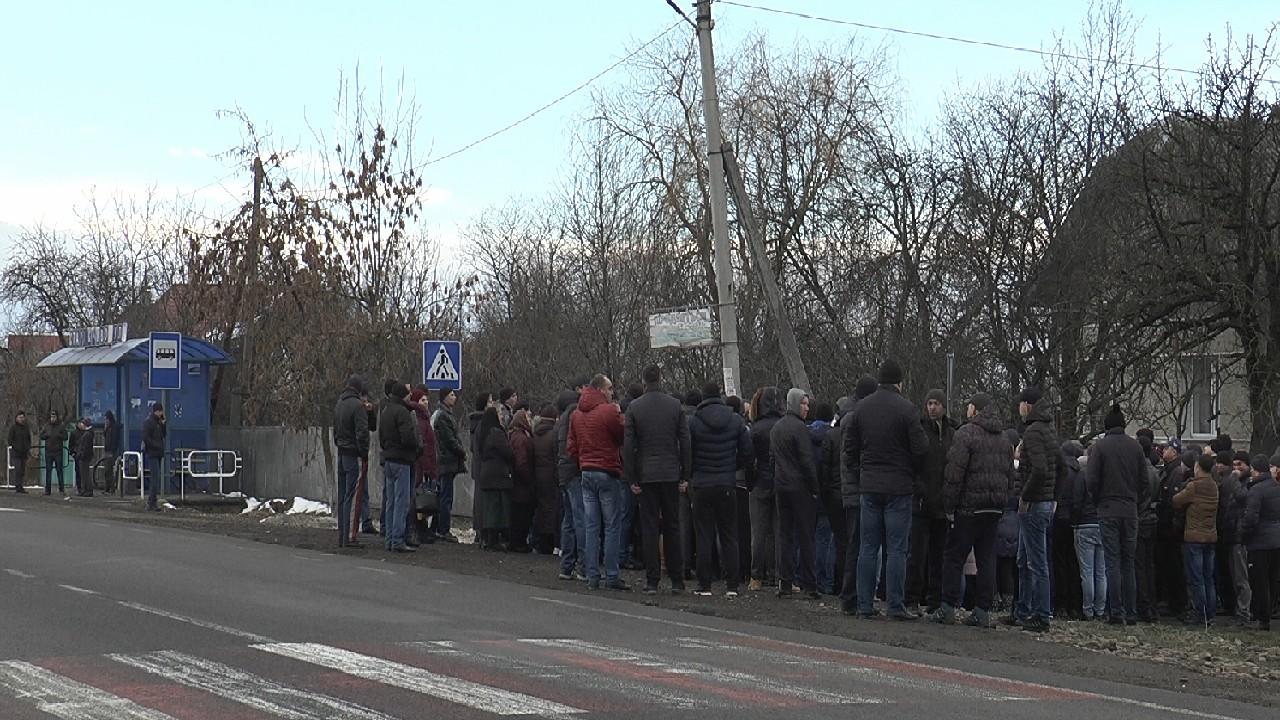 Громада села Старі Кривотули вимагає встановити на дорозі «Н-10» світлофор