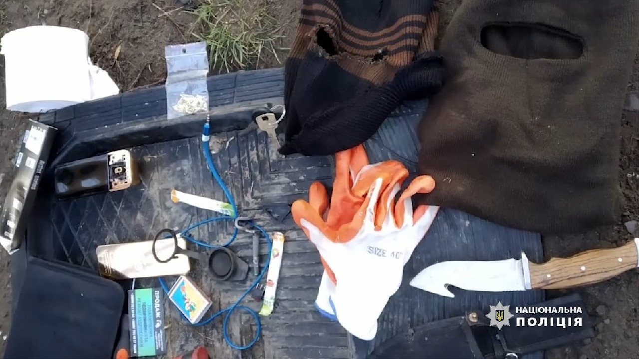 Двох прикарпатців затримала поліція за розбійницький напад на Буковині