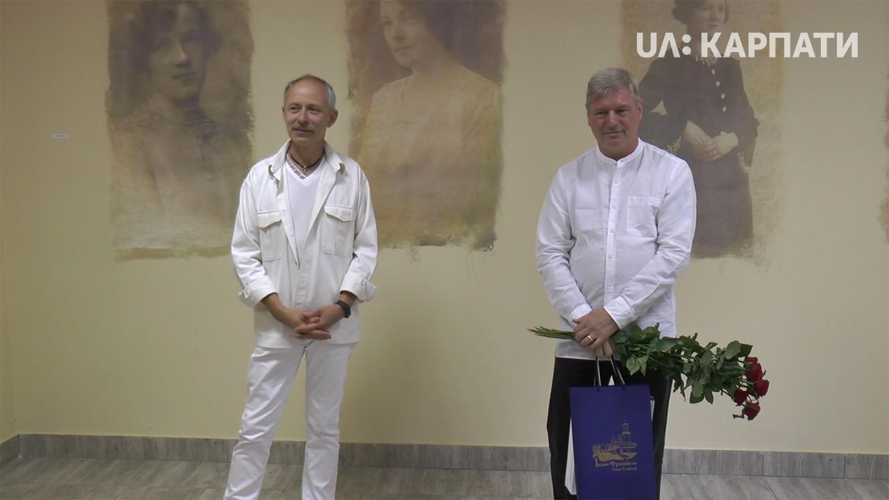 Виставку британського художника відкрили у Франківську (відеосюжет)