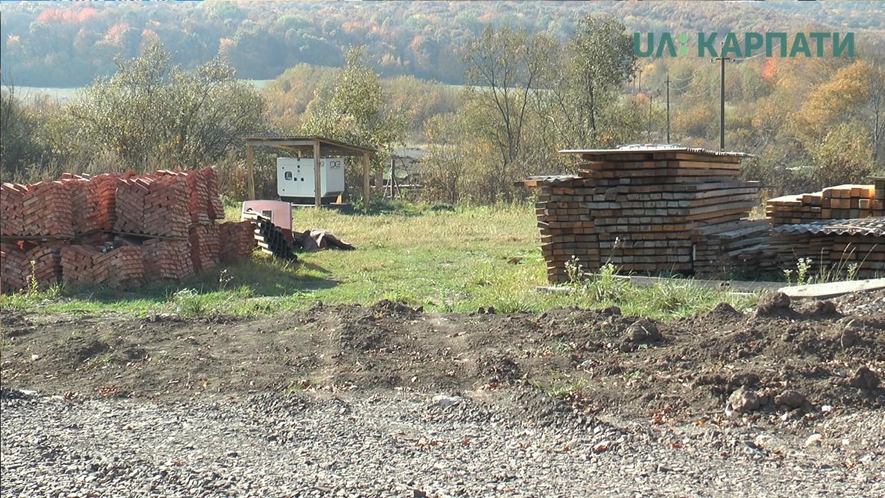 Свиноферма у Насташиному: орендарів зобов'язали забрати будматеріали з однієї із ділянок